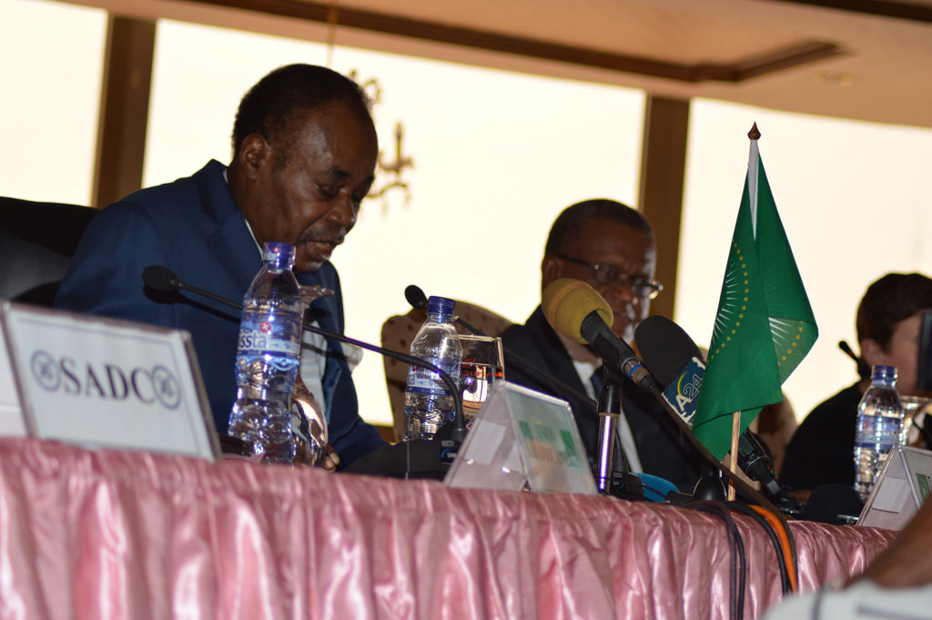 African Union facilitator Edem Kodjo (left) addresses the meeting of the preparatory committee to the national dialogue in the Democratic Repiblic of the Congo (DRC). Photo: MONUSCO/Theophane Kinda