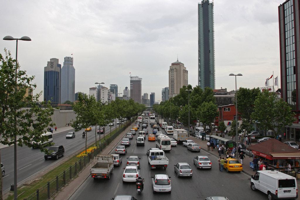 Traffic along an Istanbul street. (file). Photo: Simone D. McCourtie / World Bank