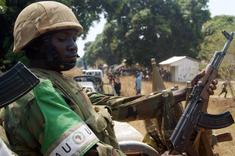 Un soldat de la Misca en patrouille à Bossangoa, en Centrafrique, le 20 février 2014 (Pacome Pabandji)