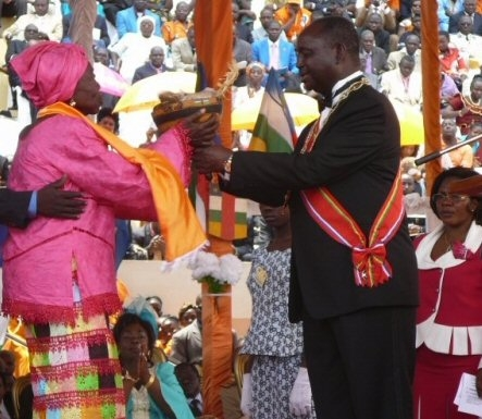 Le président Bozizé  réélu à l'issue du 1er tour des élections présidentielle et législatives lors de son investiture à Bangui le 15 Mars 2011. © journaldebangui.com