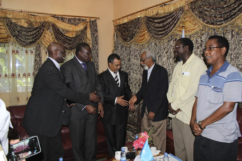 Outgoing and incoming AU Special Representatives pay a courtesy call on  Somali leadership