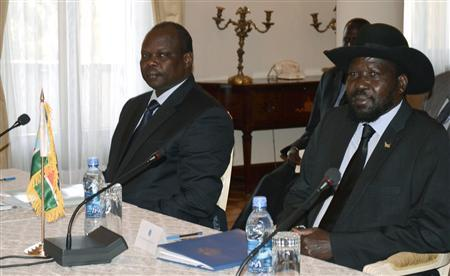 South Sudan's President Salva Kiir (R) and South Sudan negotiator Pagan Amum attend a meeting at the National Palace in the Ethiopian capital Addis Ababa January 5, 2013 : REUTERS/Tiksa Negeri