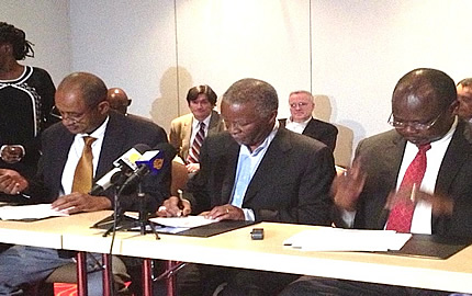 Sudanese Defence Minister Abdul-Raheem Mohamed Hussein (L) and South Sudan Minister of Defense and Veteran affairs, General John Kuong Nyuon (R), sign the Modalities for the Implementation of the Security Arrangements, on 8 March 2013. The signing ceremony was witnessed by Chair of the AUHIP, former President Thabo Mbeki (C)